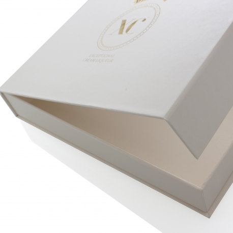 Magnetic Seal Luxury Card Box ref Baileys